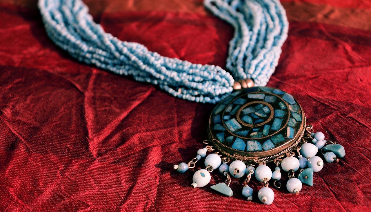 šperk na sametové látce