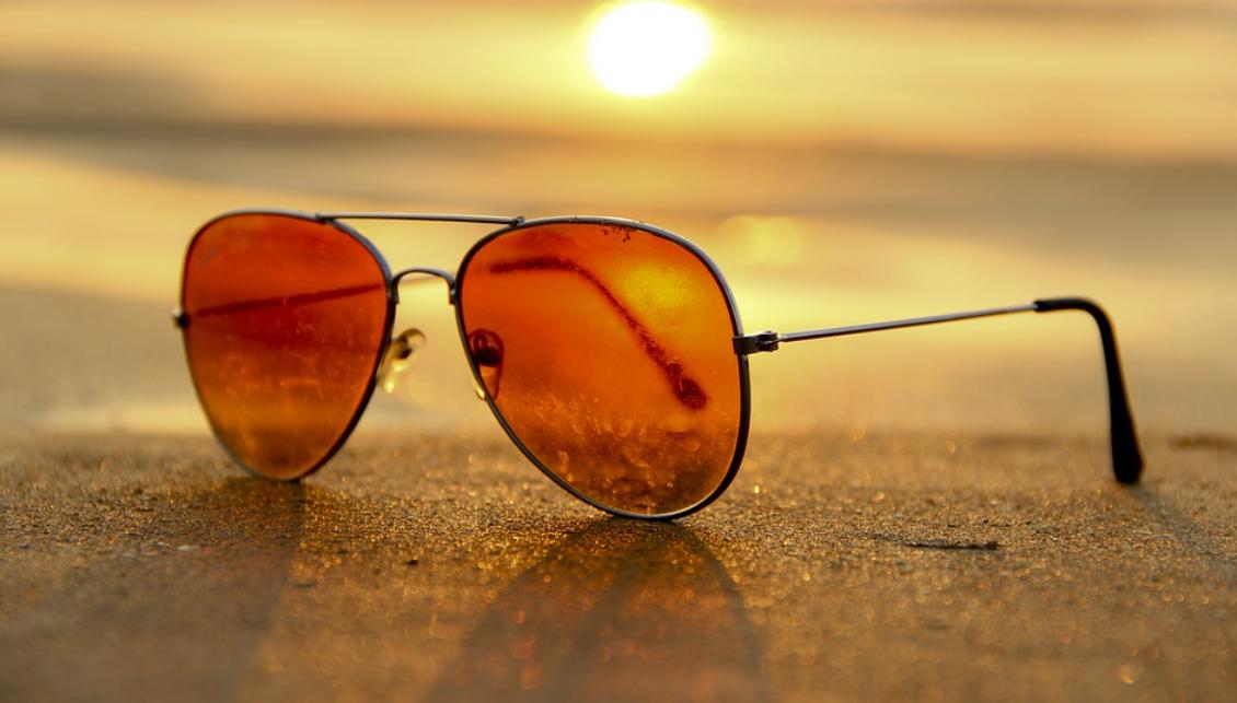 brýle na pláži